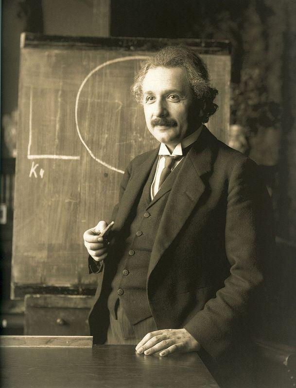 愛因斯坦1920年代遊歷亞洲寫下的日記出版,意外揭露他在旅行期間對亞洲當地居民的偏見與歧視,尤其是對中國人。(圖取自維基共享資源,屬於公共領域)
