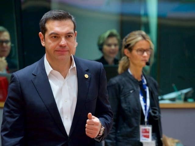 馬其頓改名協議在希臘掀起政治風暴,保守派的新民主黨將對希臘總理齊普拉斯(前)提出不信任案。(圖取自Alexis Tsipras臉書www.facebook.com)