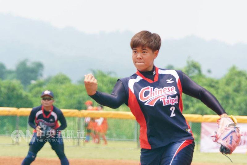 2018年東亞盃女子壘球錦標賽賽程持續展開,中華隊14日一日兩戰皆順利獲勝,率先搶進冠軍戰。圖為中華對日本賽事,後援投手林盈馨登板。(中華壘球協會提供)中央社記者謝靜雯傳真 107年6月14日