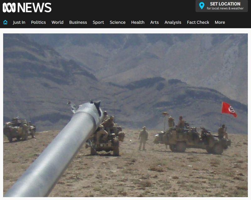 澳洲軍隊2007年在阿富汗的軍事行動中,有一部軍車掛上納粹標誌卐字圖案的旗幟。(圖取自澳洲廣播公司網站 www.abc.net.au)