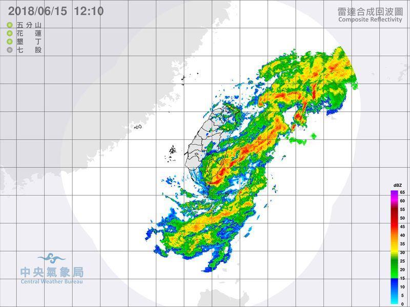 中央氣象局15日觀測,受熱帶性低氣壓影響,屏東多處已出現豪雨。(圖取自中央氣象局網頁cwb.gov.tw)