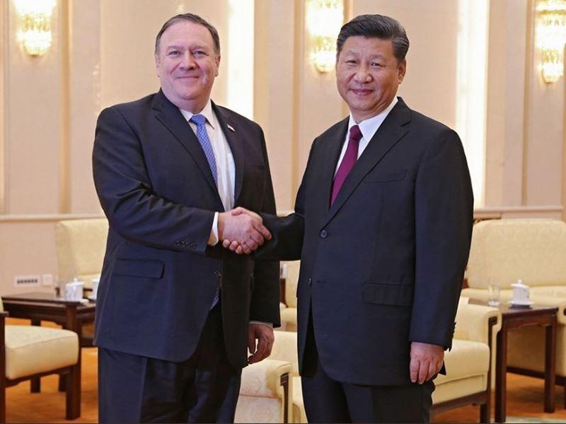 美國國務卿蓬佩奧(左)14日向中國國家主席習近平(右)表達對南海軍事化的關切,美國國務院新聞稿並未觸及台灣議題。(圖取自蓬佩奧推特twitter.com/secpompeo)