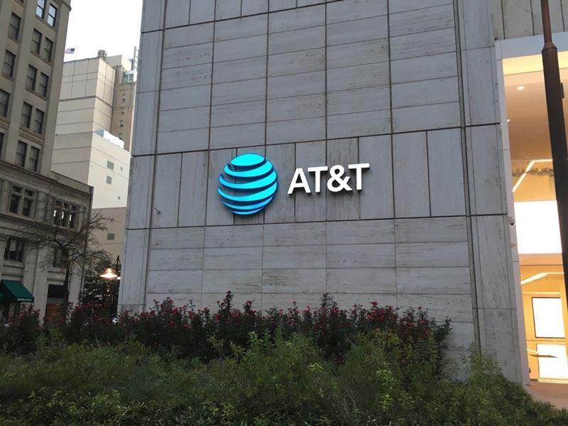 美國無線業者暨寬頻巨擘AT&T14日宣布完成併購媒體娛樂集團時代華納。圖為AT&T位於在美國德克薩斯州達拉斯的公司總部。(圖取自維基共享資源;作者Luismt94,CC BY-SA 4.0)