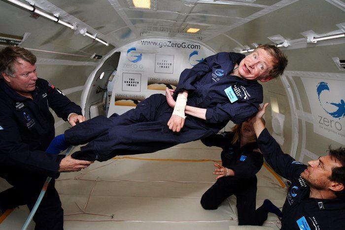 英國著名物理學家霍金(中)3月14日辭世,享壽76歲。(圖取自歐洲太空總署網頁www.esa.int)