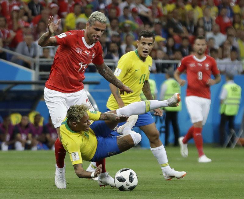 巴西17日在世界盃足球賽對上瑞士,終場兩隊以1比1踢成平手。(達志提供)