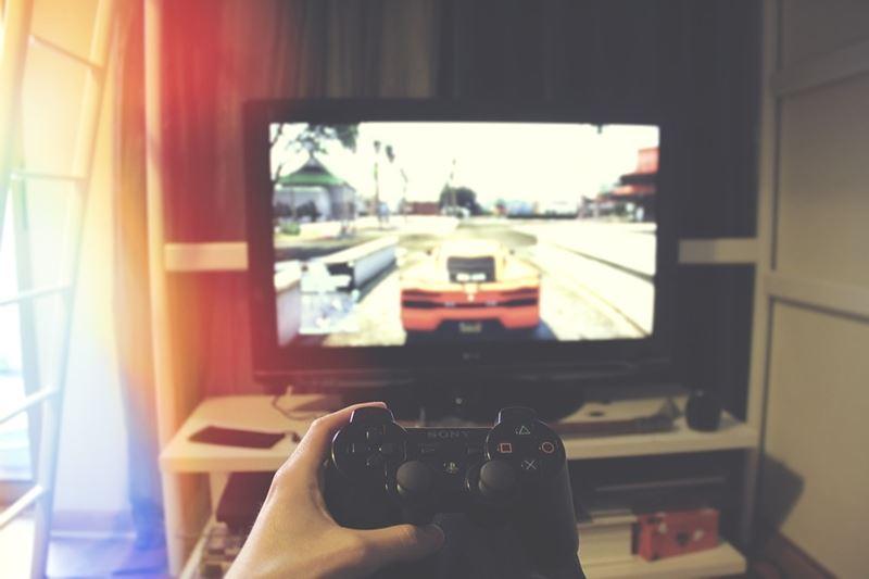 世界衛生組織18日宣布,把沉迷於網路遊戲或電視遊戲妨礙日常生活的「遊戲障礙」認定為新的疾病。圖為示意圖。(圖取自Pixabay圖庫)