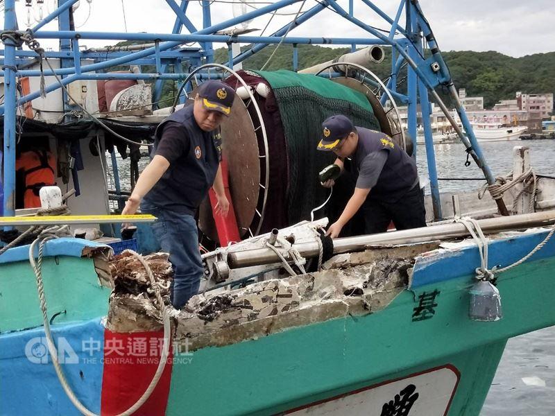 基隆籍漁船日前在彭佳嶼外海遭日本漁船碰撞船艉(圖),所幸船體雖受損但無進水,沒有人員受傷。中央社記者王朝鈺攝 107年6月20日