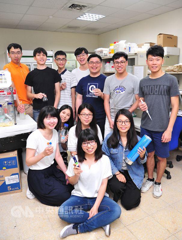清華大學研究團隊利用電子自旋共振實驗技術,揭開水與蛋白質互動的神秘面紗,論文登上國際期刊。(清華大學提供)中央社記者許秩維傳真  107年6月20日