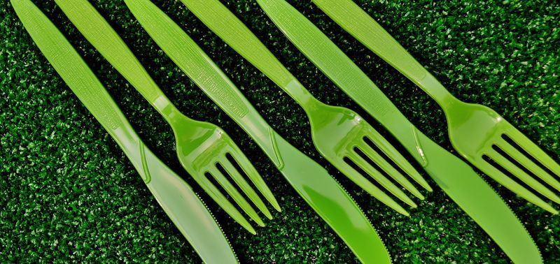 美國西雅圖7月1日起全面禁止餐飲業者提供吸管及塑膠刀叉。(圖取自Pixabay圖庫)