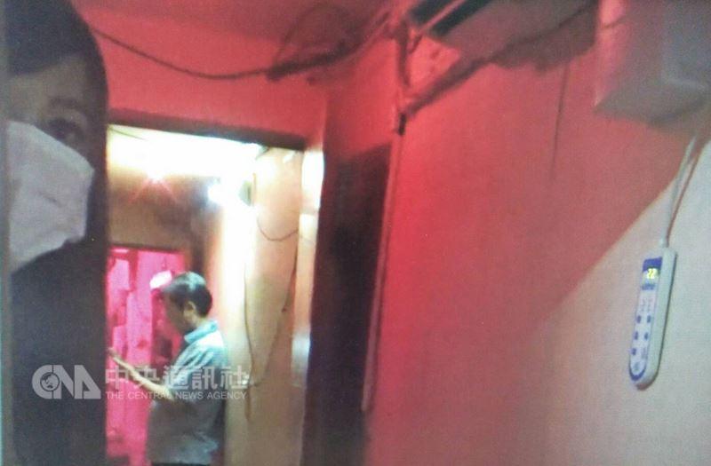基隆市警局第一分局偵查隊接獲檢舉,有大批泰籍女子假借觀光名義來台賣淫,經過一個多月蒐證,20日晚間掃蕩「鐵路街」一帶紅燈區,查獲包含17名泰國籍和3名台灣籍賣淫女在內共31人,訊後依法送辦。(基隆市警局提供)中央社記者王朝鈺傳真  107年6月21日