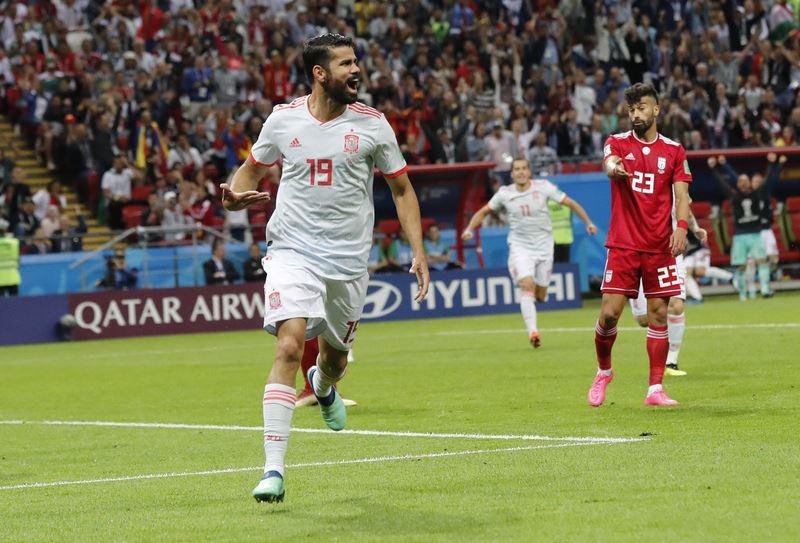 面對伊朗的全力防守,「無敵艦隊」西班牙20日在下半場開賽9分鐘突破鐵桶陣,前鋒柯斯塔攻進本屆世界盃足球賽個人第3球,率隊1比0獲勝。(達志提供)