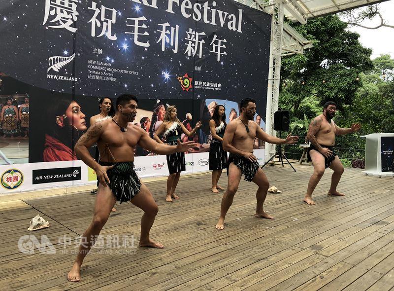 紐西蘭商工辦事處與原民會共同主辦「毛利新年在台灣」節慶,22日舉行的記者會現場除了傳統美食,還有毛利戰舞表演。中央社記者侯姿瑩攝  107年6月22日