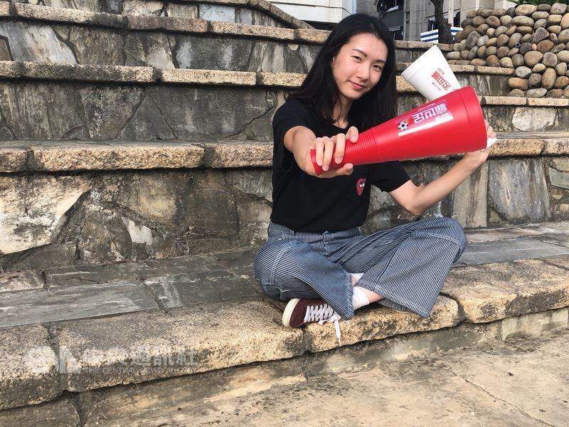 新竹市政府與多家企業合作,22日至24日連續3天在新竹火車站前廣場舉行2018世界盃足球賽直播,邀請熱愛足球的民眾一起在週末瘋世足。(新竹市政府提供)中央社記者魯鋼駿傳真 107年6月22日