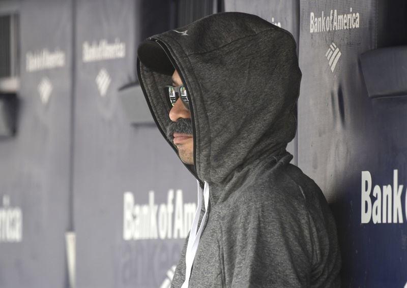 西雅圖水手隊22日對戰紐約洋基隊,鈴木一朗(圖)被拍到戴著濃密的假鬍子、太陽眼鏡,套上帽T帽子,出現在水手隊休息室觀看球賽。(美聯社提供)