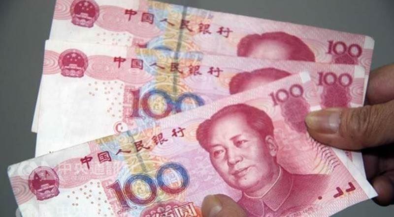 根據中國商務部官網22日上午公告,台灣化纖公司出口至大陸的苯乙烯,從23日開始將被課徵3.8%的反傾銷稅。圖為人民幣。(中央社檔案照片)