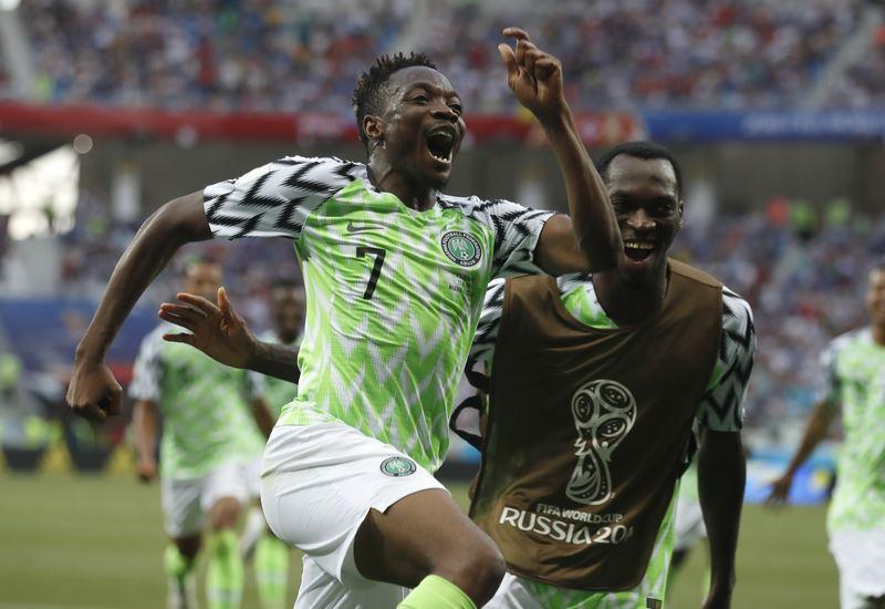 「非洲雄鷹」奈及利亞22日在世界盃D組賽2比0擊敗「維京戰士」冰島,穆薩(中)踢進兩球成為獲勝大功臣。(達志提供)