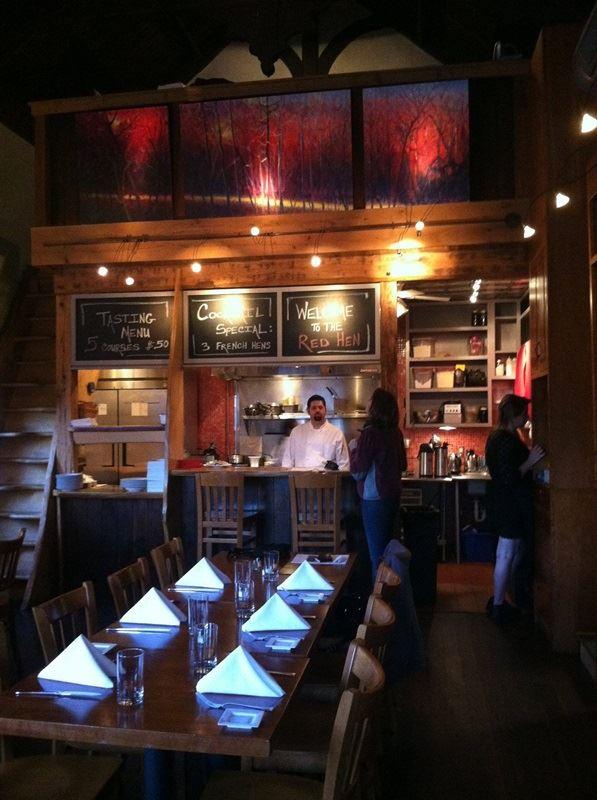 美國白宮發言人桑德斯在維州一家餐廳(圖)被要求離開,餐廳老闆表示不後悔將她趕出餐廳。(圖取自紅母雞餐廳臉書facebook.com/redhenlexington)