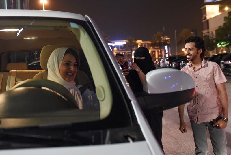 沙烏地阿拉伯24日正式解除女性開車禁令。(法新社提供)