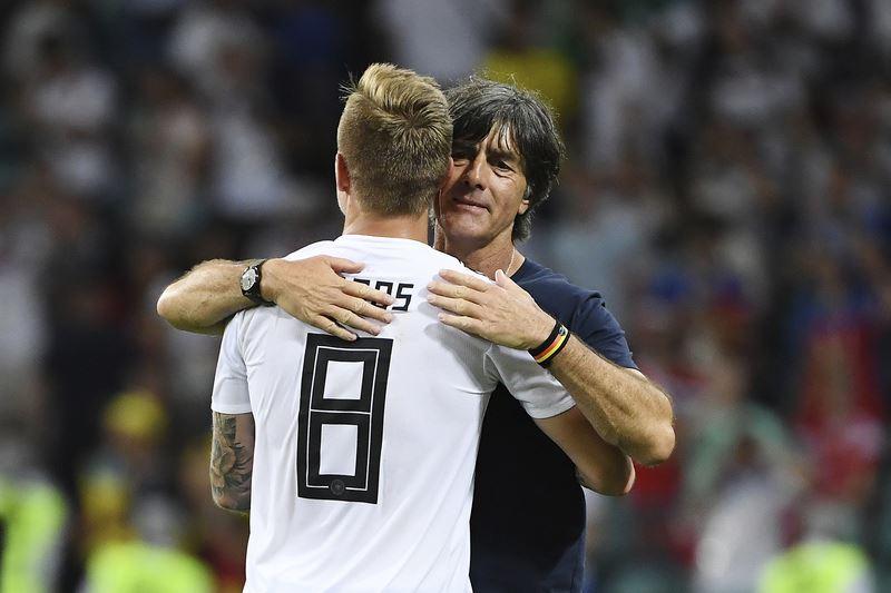德國隊球員克羅斯23日世足小組賽傷停補時踢進一記絕殺自由球,教頭勒夫賽後直言,那一球能進真是幸運。(達志提供)