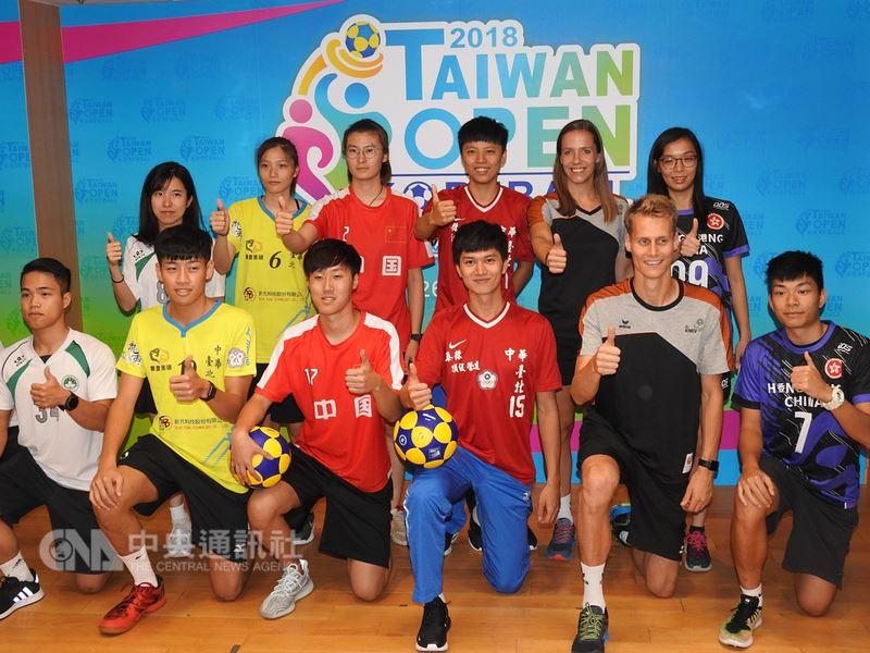 2018台灣國際合球公開賽26日起至30日在新北市立板橋體育館舉辦,各國好手來台競技,台灣方面派出中華隊藍白兩隊出征,精彩可期。中央社記者王鴻國攝 107年6月25日