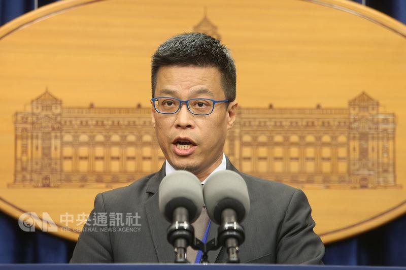 外媒報導,台灣遭到中國網軍攻擊次數大增。總統府25日表示,許多民主國家都有類似遭遇。圖為總統府發言人黃重諺。(中央社檔案照片)