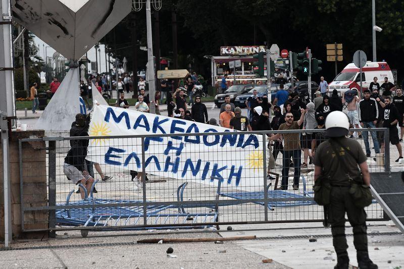 希臘與馬其頓日前簽署馬其頓更改國名協議,24日約有4000人在希臘第撒隆尼基示威抗議。(法新社提供)
