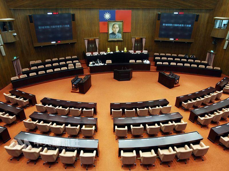 立法院臨時會院會27日三讀通過財團法人法。(中央社檔案照片)