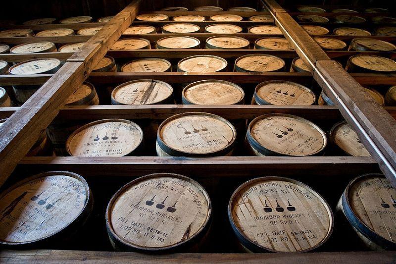 加拿大29日對美國施以報復性措施,將針對價值126億美元(新台幣3843億元)美國貨課徵關稅,包括波本酒(圖)等。(圖取自Pixabay圖庫)