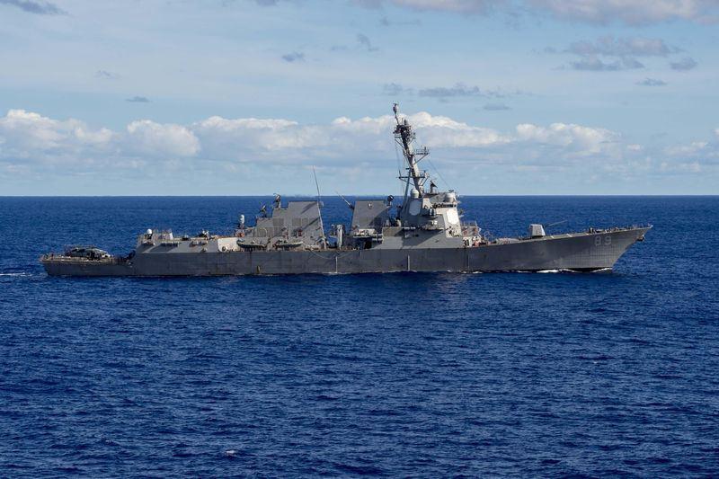 國防部7日晚間發布新聞稿,美國軍艦DDG-89、DDG-65等2驅逐艦上午由台灣南部海域航經台灣海峽,判續向東北航行。圖為DDG-89 3月導彈演習中穿越菲律賓海。(圖取自美國海軍官網網頁navy.mil)