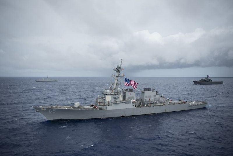 國防部7日晚間發布新聞稿,美國軍艦DDG-89、DDG-65等2驅逐艦上午由台灣南部海域航經台灣海峽。圖為DDG-65檔案照片。(圖取自美國軍艦DDG-65臉書facebook.com/ussbenfold)