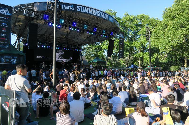 紐約中央公園「夏日舞台」音樂祭連續第3年舉辦台灣之夜,陣容包括生祥樂隊、蛋堡及大象體操,台灣獨立音樂展現多元曲風,聽眾大呼過癮。中央社記者尹俊傑紐約攝 107年7月8日