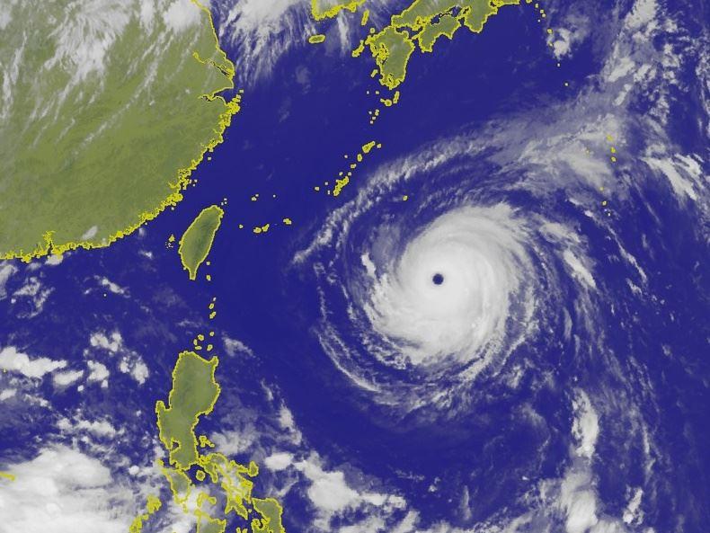 颱風瑪莉亞加快逼近,預估10日晚上至11日清晨影響台灣最明顯。圖為9日上午11時台灣附近雲圖。(圖取自氣象局網頁www.cwb.gov.tw)