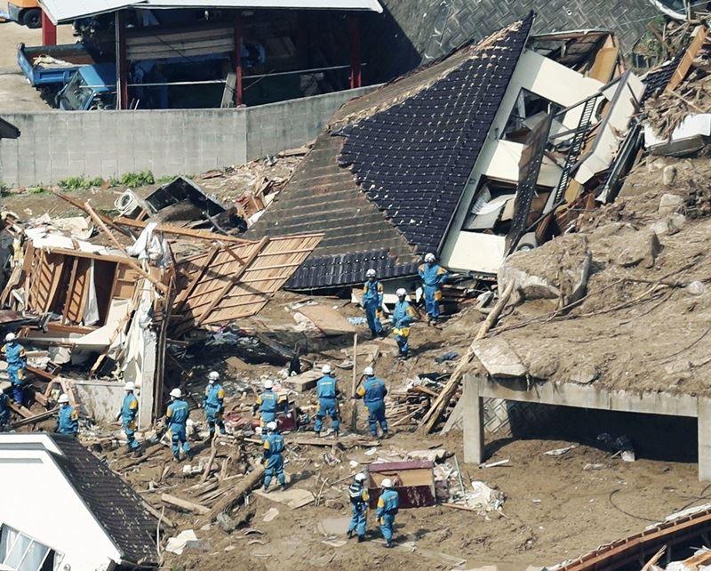 廣島縣熊野町內的房屋被土石流沖毀。(共同社提供)