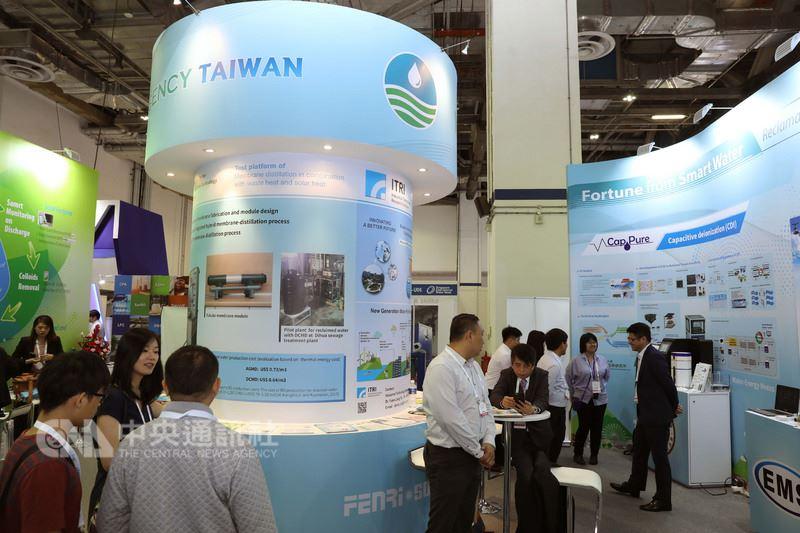 經濟部水利署參與新加坡國際水週,不僅分享再生水開發與營運經驗,並展示監控工業區污水排放水質系統,全面推動台灣水利產業新南向。中央社記者黃自強新加坡攝 107年7月11日
