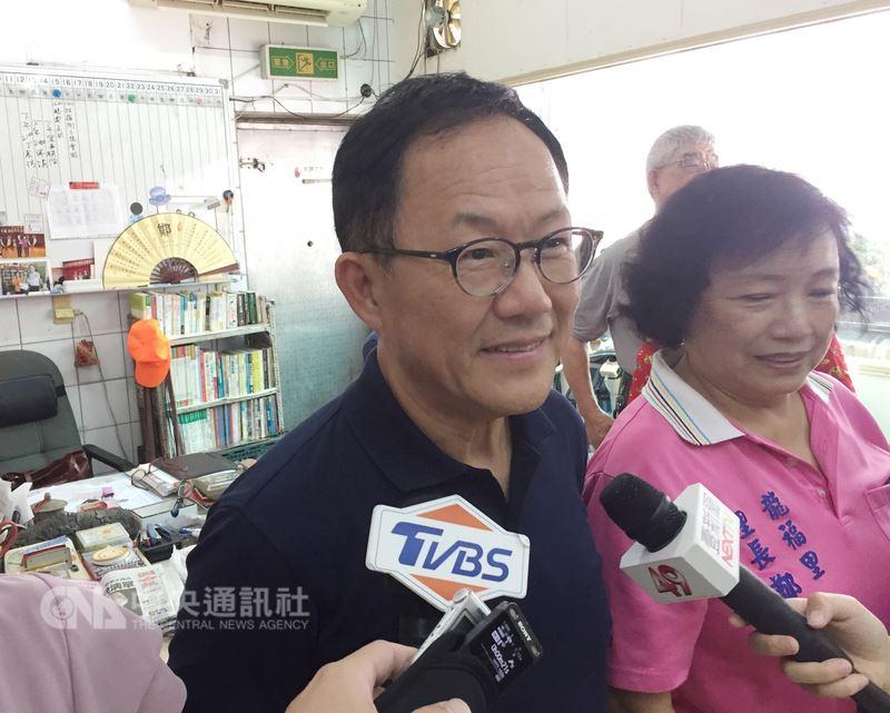 年底選戰逐漸升溫,國民黨提名台北市長參選人丁守中(左)12日受訪時表示,包含總幹事、主委等競選團隊主要人事將在13日正式公布。中央社記者劉建邦攝 107年7月12日