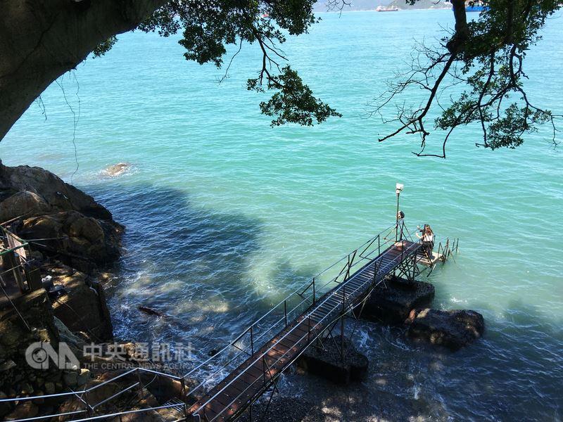 香港郊外景点西环泳棚在60、70年代是香港民众的公共泳池,如今已是许多摄影爱好者的取景圣地。(香港旅游发展局提供)中央社记者陈苇庭传真 107年7月12日