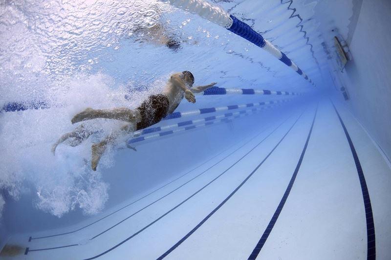 中國大陸廣東省近日下達通知,要求在一段時間努力後,實現全省大學、中學生人人都會游泳。圖為示意圖。(圖取自Pixabay圖庫)