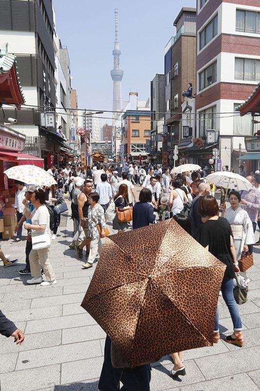 受高氣壓籠罩的影響,日本到7月底為止可能出現酷暑。日本氣象廳13日呼籲民眾要做好防中暑的準備。(檔案照片/共同社提供)
