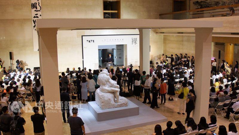 「裸:泰德美術館典藏大展」13日晚間在高雄市立美術館開幕,各界人士到場共襄盛舉,場面熱烈。中央社記者程啟峰高雄攝 107年7月13日