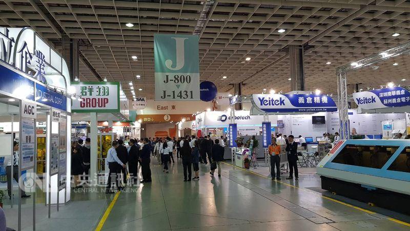 中國環保意識抬頭,法規無限上綱,促使在大陸設廠的台灣PCB廠加碼投資台灣。圖為2017台灣電路板國際展覽會。(中央社檔案照片)