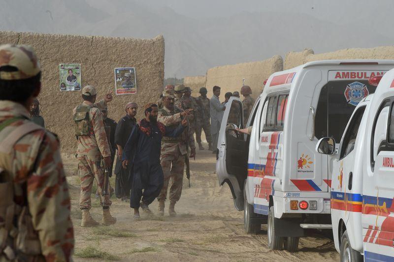 一名自殺炸彈客13日闖入西南部一場政治集會引爆炸彈,造成128人死亡與數百人受傷。(法新社提供)