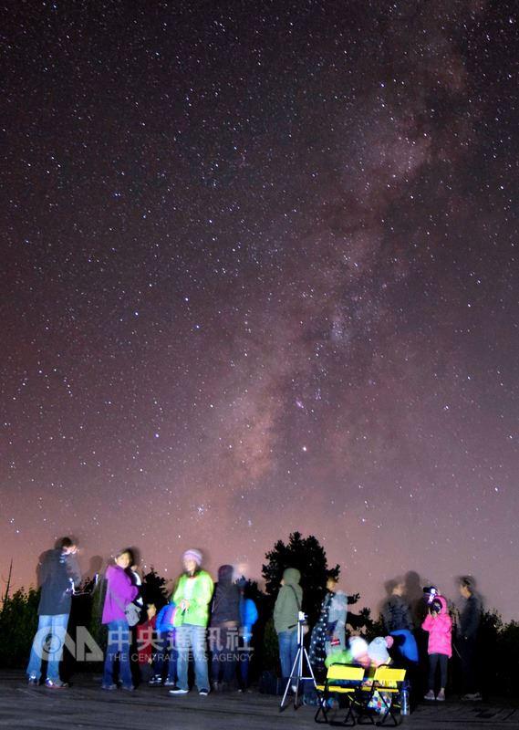林務局嘉義林區管理處16日發布新聞表示,將於8月在阿里山國家森林遊樂區舉辦3梯次「流星季」天文生態體驗營,邀民眾上山體驗一年一度的英仙座流星雨盛事。(嘉義林管處提供)中央社記者黃國芳傳真 107年7月16日