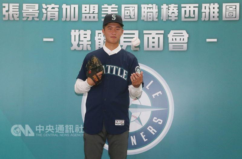 來自高苑工商的18歲投手張景淯加盟美國職棒西雅圖水手隊,16日在台北出席媒體見面會,向台灣媒體分享加盟心情。中央社記者張新偉攝 107年7月16日