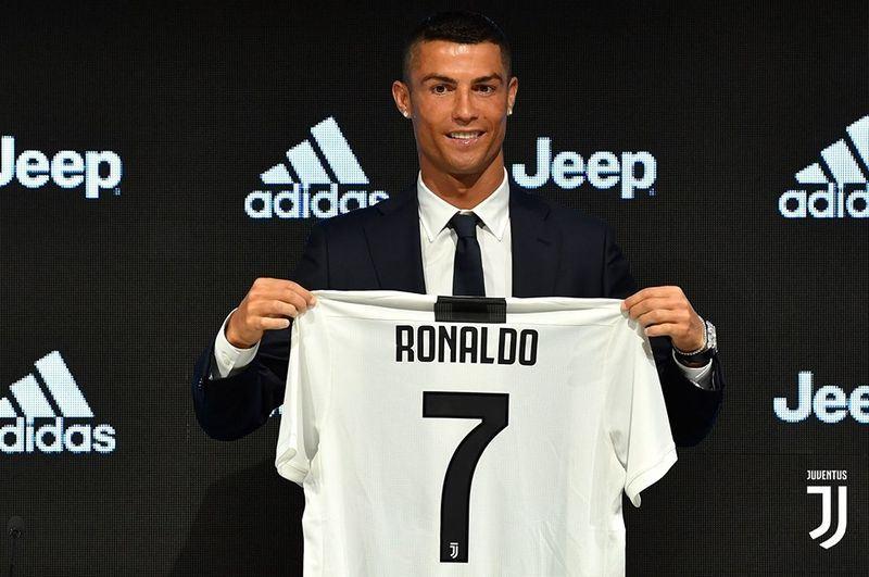 葡萄牙巨星「C羅」羅納度16日正式在義大利甲級聯賽祖文特斯隊亮相,他說希望能替新東家在歐洲冠軍聯賽抱回金盃。(圖取自祖文特斯臉書www.facebook.com/Juventus)