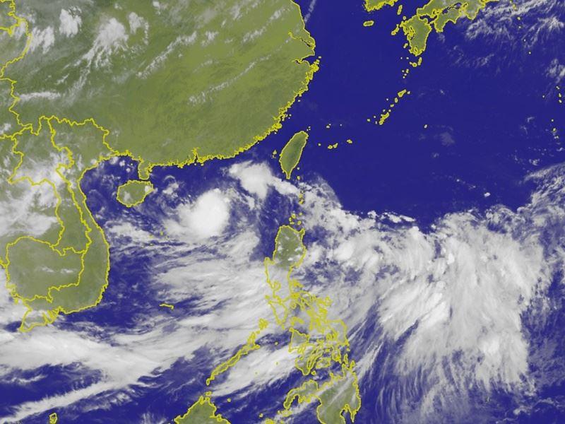 圖為17日下午1時台灣附近雲圖。(圖取自氣象局網頁www.cwb.gov.tw)