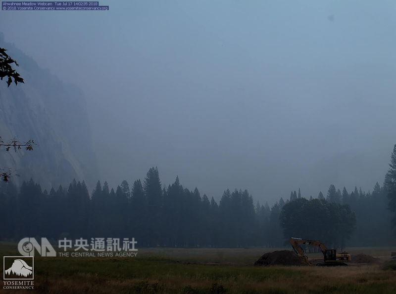 美國加州優勝美地國家公園煙霧瀰漫,以致肉眼看不到這座公園的地標半圓頂。(摘自優勝美地國家公園官網)中央社記者曹宇帆洛杉磯傳真  107年7月18日
