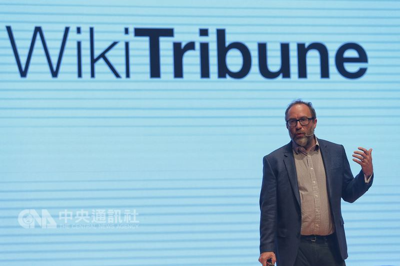 維基百科創辦人威爾斯(Jimmy Wales)19日在台北出席ABAC數位創新論壇(DIF),並發表演說。中央社記者徐肇昌攝  107年7月19日