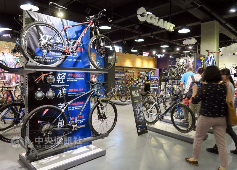 歐盟對中國電動自行車徵收反傾銷稅,在中國設廠的捷安特也受波及。圖為捷安特昆山廠產品展示區。(中央社檔案照片)