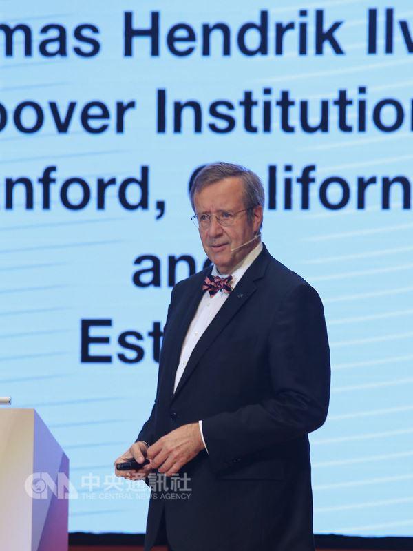 愛沙尼亞前總統易維斯(Toomas Hendrik Ilves)19日在台北出席ABAC數位創新論壇(DIF),以「解讀全球數位化的機會與挑戰」為題演說。中央社記者徐肇昌攝  107年7月19日