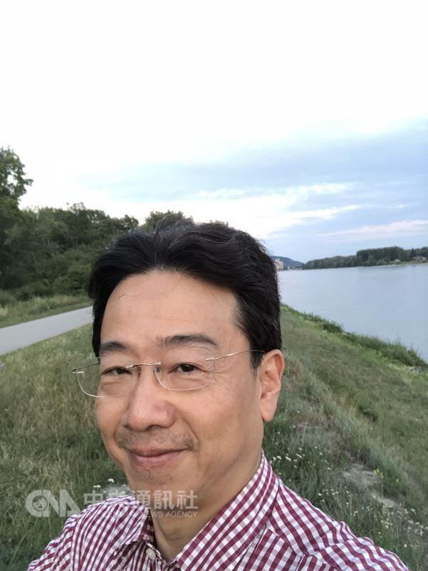 大提琴家張正傑因騎腳踏車出車禍致左手腕斷,張正傑表示「我很希望能再演奏」,盼各界為他祈福。 (張正傑提供) 中央社記者魏紜鈴傳真  107年7月20日